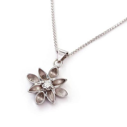 Handmade 9ct White Gold necklace with Diamond-Flower pendant